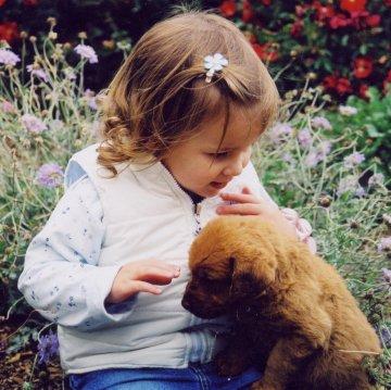 Niña con cachorro